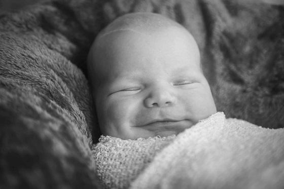 Baby slapend 25 x na de bevalling