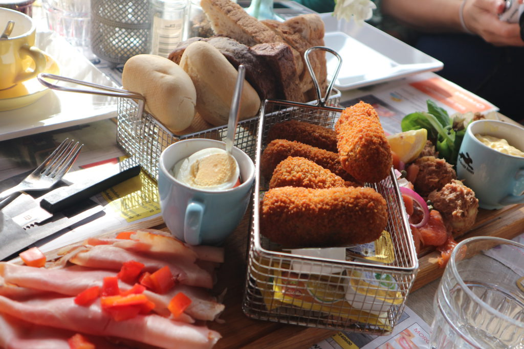 Gedeelde lunch eetcafe bloggerstour Westland