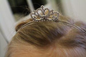 Kroontje makkelijke meisjeskapsels