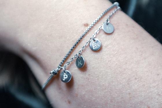 Gepersonaliseerde zilveren armband met bedels