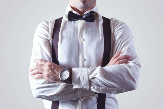 Een t-shirt onder je overhemd ja of nee en waar moet je op letten als je een t-shirt koopt