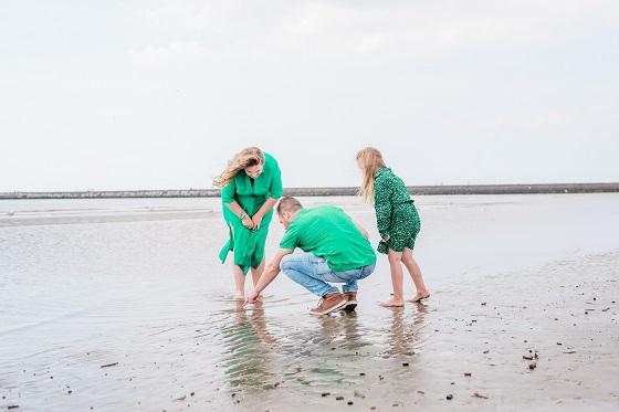 Gezinsfotoshoot op het strand