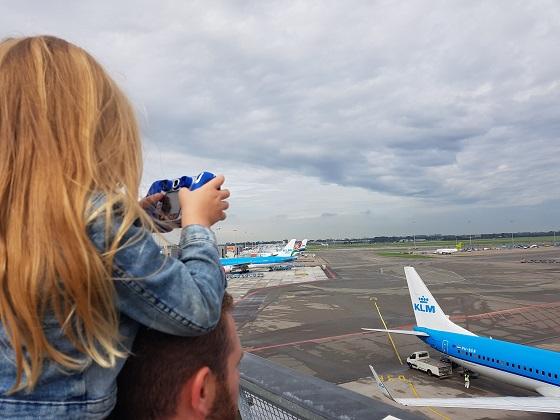 Panoramadak vliegtuigspotten Schiphol low budget en gratis uitjes in Noord Holland