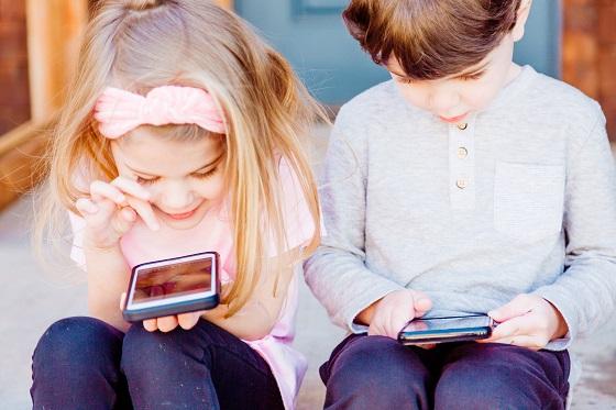 Hier moet je rekening mee houden bij je kind zijn eerste telefoon