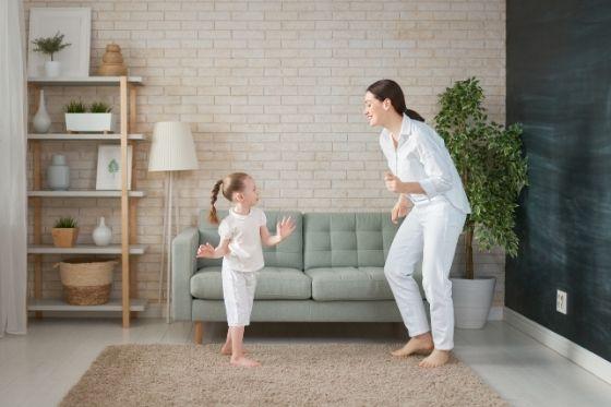 Dansen thuis met je kindje - sporten in huis