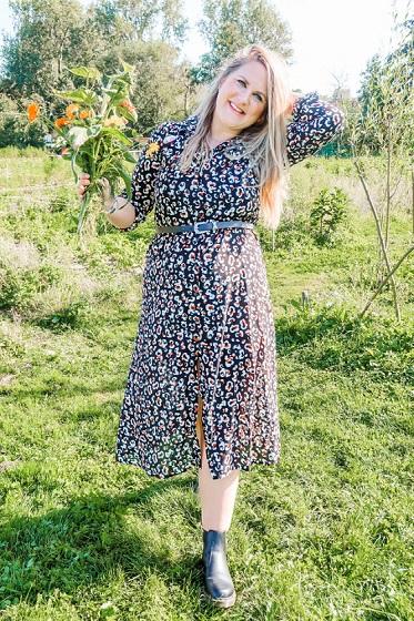 Kimberly midi jurk met panterprint en chelsea boots