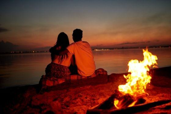 date night naar het strand zonsondergang