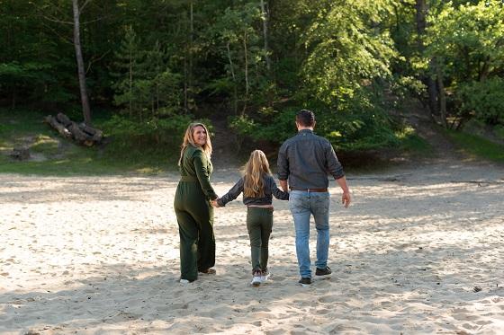 Een gezin van 3 compleet met 1 kindje gezin