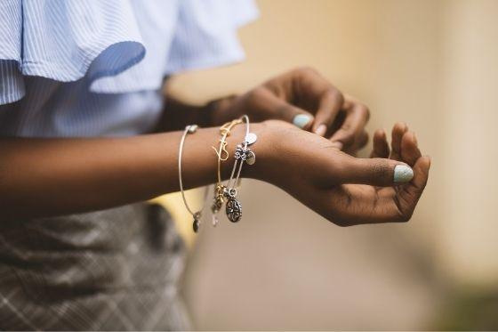 zilveren en gouden sieraden de verschillen
